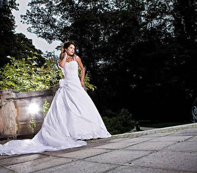Beispiel: Brautkleid, Foto: Brautmoden Sigrid.