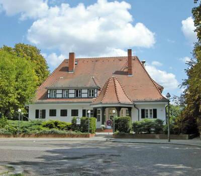 Beispiel: Vorderansicht, Foto: Landhaus am Poloplatz.