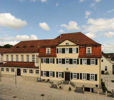 Beispiel: Außenansicht, Foto: Landschloss Korntal.