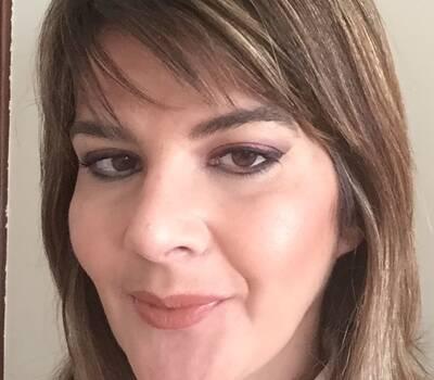Sofia Ribeiro Make Up - Olhos em tons de Bordeaux lábios Nude.