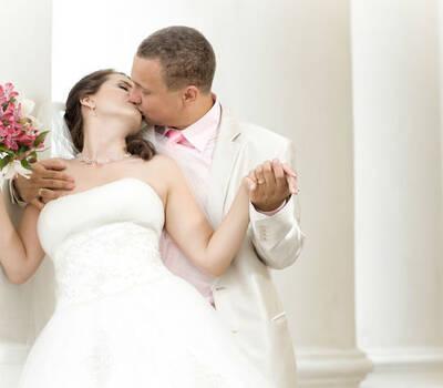 Beispiel: Von Brautkleid bis Hochzeitsfloristik, Foto: just emotions - Die Hochzeitsmacher.