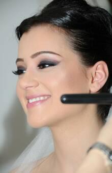 Yeliz hatte eine traditionelle türkische Hochzeit, ihr Wunsch war ein langanhaltendes Make-up und stark betonte Augen.