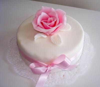 Beispiel: Die Torte für Ihre Hochzeit, Foto: Annabella Bognar.