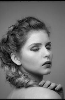 fot. Jacek Taran Pozowała Joanna. Makijaż wykonała Lucyna Kowalska, a włosy utrefiła Anna Cerek.