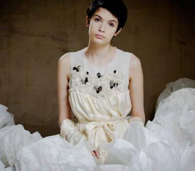 Beispiel: Das Brautkleid mit Stil, Foto: Lili Maras.