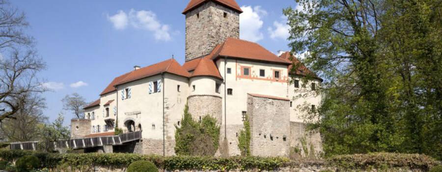 Beispiel: Vorderansicht, Foto: Burg Wernberg.