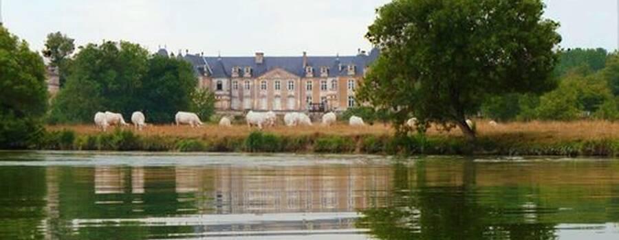 Le château vu depuis la charente