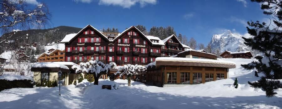 Beispiel: Außenansicht Winter, Foto: Romantik Hotel Schweizerhof Grindelwald.