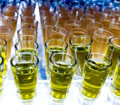 Barra de vinos y licores para tu boda por Idealite