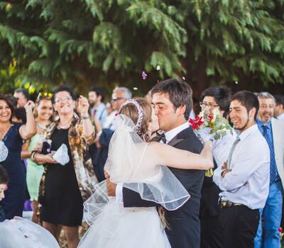 primer beso casados