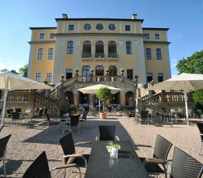 Beispiel: Schloss mit Sonnenterrasse, Foto: Schloss Ettersburg.