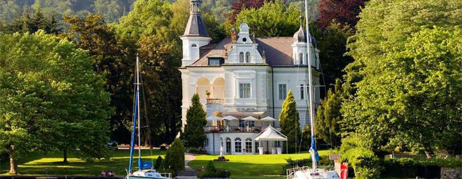 Beispiel: Das Hotel direkt am See, Foto: Parkvilla Wörth.