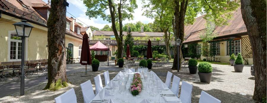 Menterschwaige: Innenhof