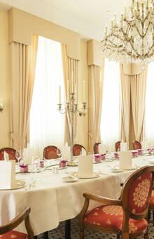 Beispiel: Festtagstafel, Foto: Althoff Grandhotel Schloss Bensberg.