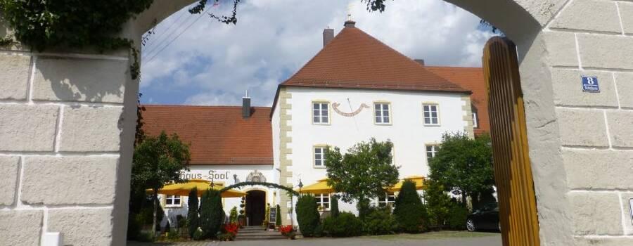 Beispiel: Aussenansicht, Foto: Hotel Schlosswirt.