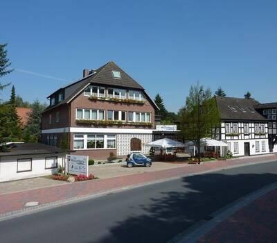 Beispiel: Vorderansicht, Foto: AKZENT Hotel Zur Wasserburg.