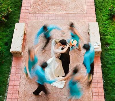 Fotografia creativa de los novios y de sus damas de honor