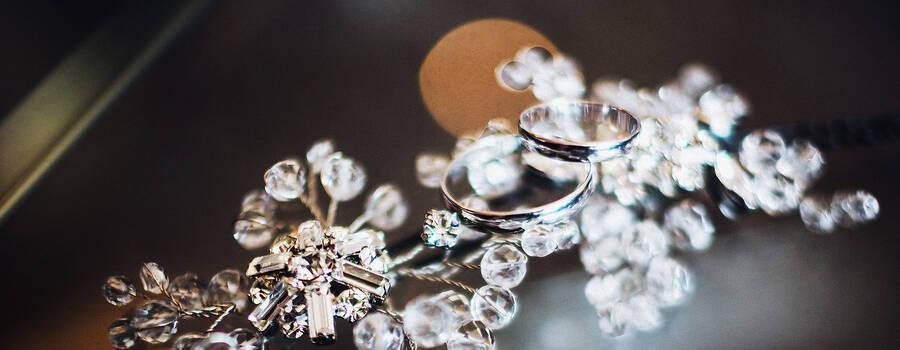 Мы рады приветствовать вас на нашей страничке! Рады, потому что мы любим наших невест и любим создавать украшения!