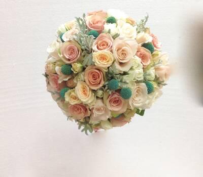 Bouquet con craspedias turquesas