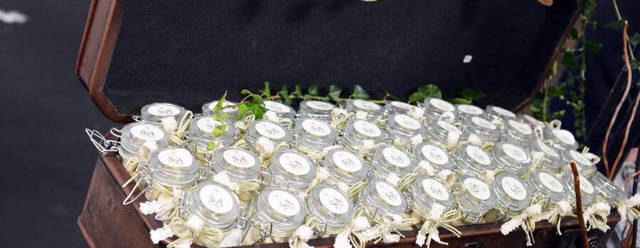Le palais des dragées : Valise vintage et pot à dragées initiales