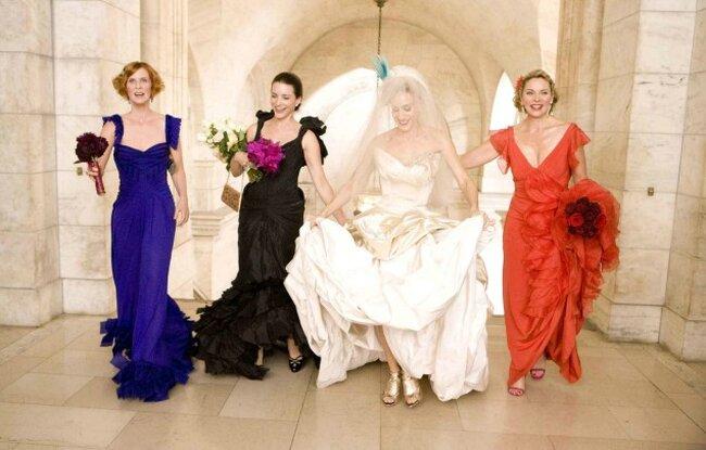 La tendenza delle scarpe da sposa oro si è definitivamente affermata con il lungometraggio di Sex & The City, quando una radiosa Carrie abbinava al suo magnifico vestito Vivienne Westwood un paio di gladiators scintillanti... ovviamente di Manolo Blahnik!