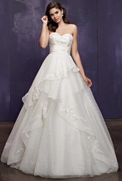 Suknia ślubna z kolekcji ELLA ROSA
