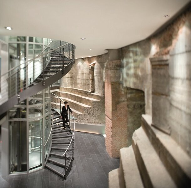 Für ein optisches Highlight sorgt das Mövenpick Hotel Hamburg im Wasserturm
