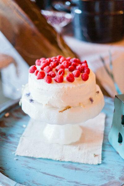 Un clásico, con base redonda de merengue y frambuesas naturales Crédito: Jeff Sampson Photography