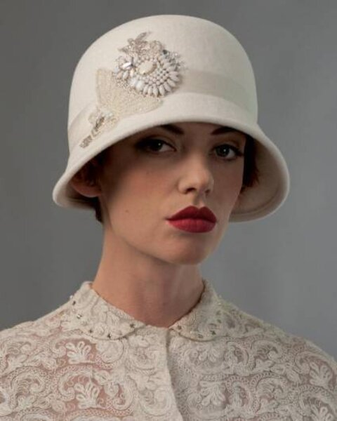 Sombrero para novia de Louise Green Millinery