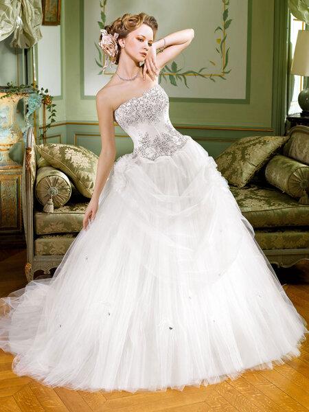 Abiti sposa 2013 Collezione Miss Kelly. Foto: www.thesposagroup.com