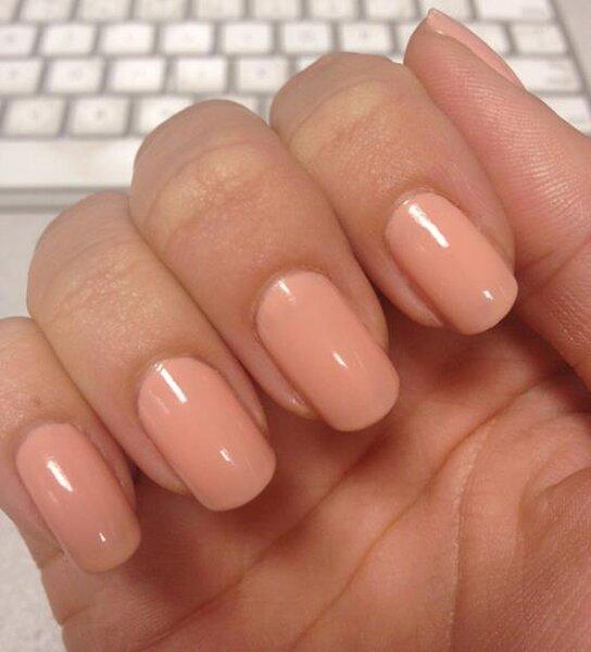 Manicure en color natural para novias