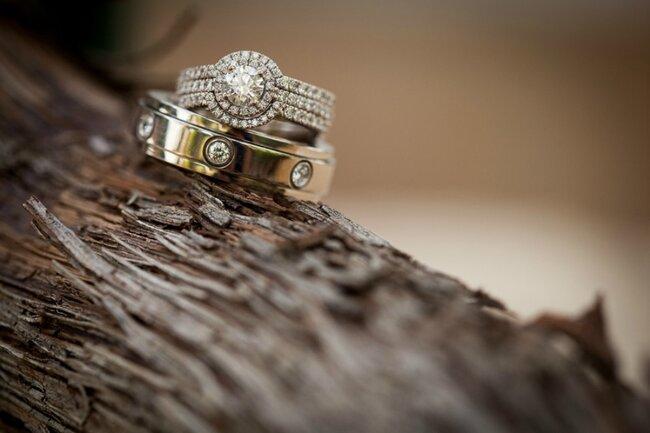 Kombinieren Sie auch den Vintage-Verlobungsrringe mit dem klassischen Ehering