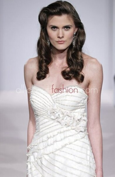 Suknia ślubna z kolekcji Henry Roth 2013
