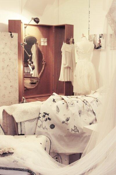 Abiti da sposa atelier Yooj a Milano. Foto: Atelier yooj