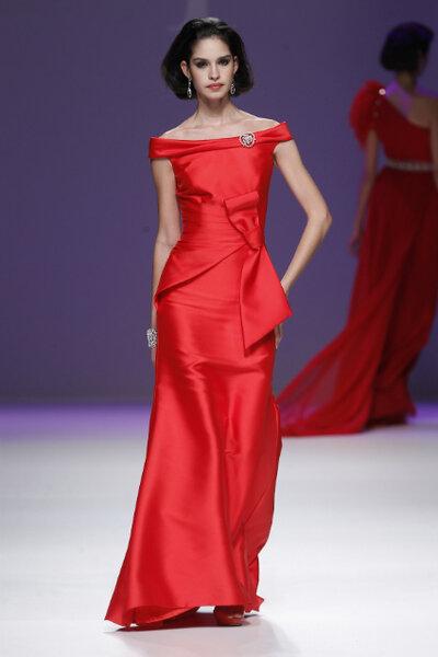 Vestido vermelho para madrinhas. Foto: Ana Torres