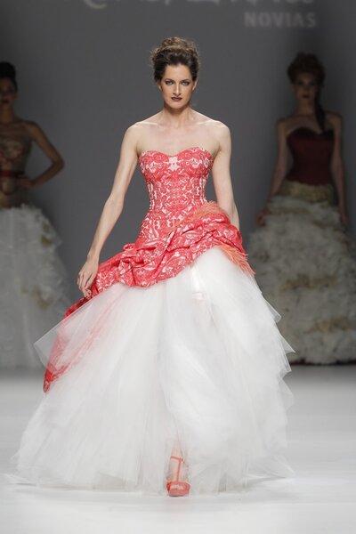 Vestidos de novia primavera 2015 de Jordi Dalmau