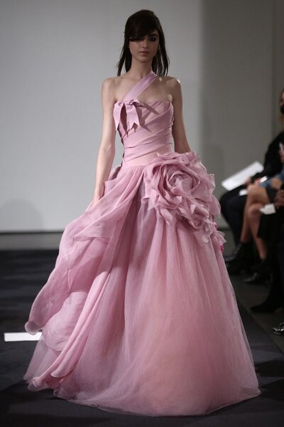 Vestido de novia en color rosa pastel - Foto Vera Wang