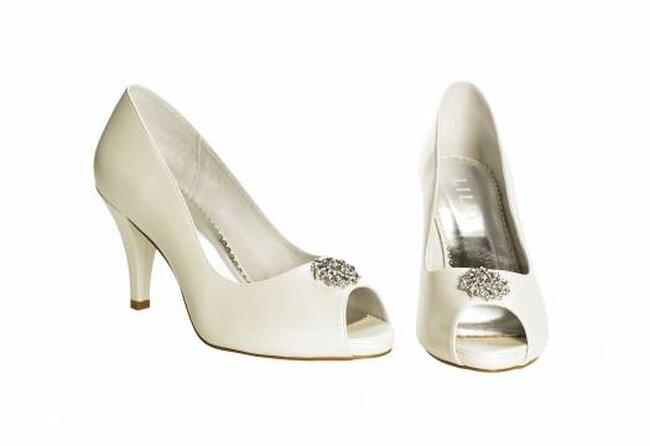 zapatos de tacón bajo para novias de Lilly