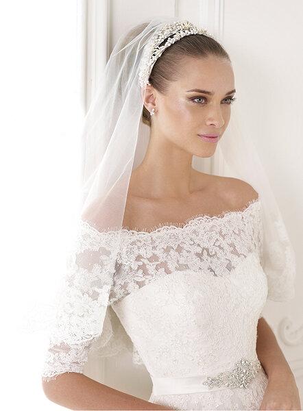 Запишись на примерку свадебных платьев новой коллекции Pronovias 2015