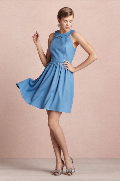 Abito azzurro cielo by BHLDN, 220 dollari. Foto via Style me pretty