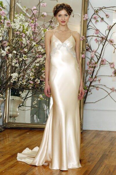 Suknia ślubna z kolekcji Elizabeth Fillmore 2015