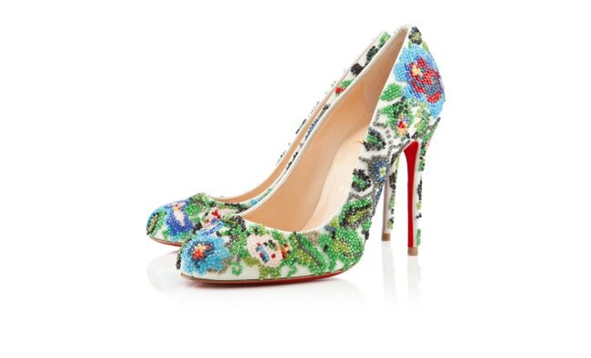 Zapatilla de novia con tacón alto y estampado inspirado en las flores