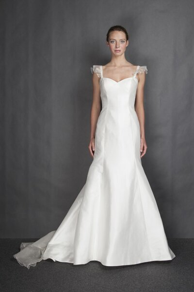 Suknia ślubna z kolekcji Heidi Elnora na 2014 rok