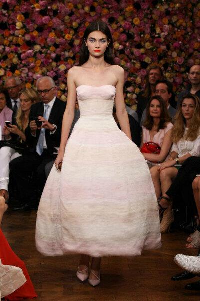 Haute Couture van Dior voor de bruiloftsgast
