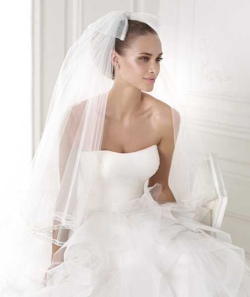 Robe BELIA. Photo: Collection Fashion Pronovias 2015.