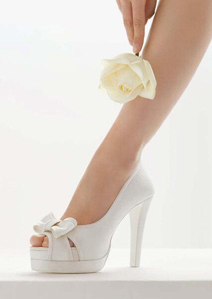 Sandalias de novia de tacón alto  con lazo