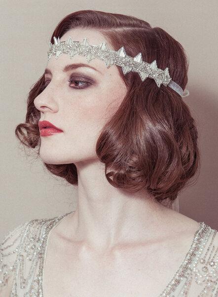 Style années 20 accompagné d'un headband glamour