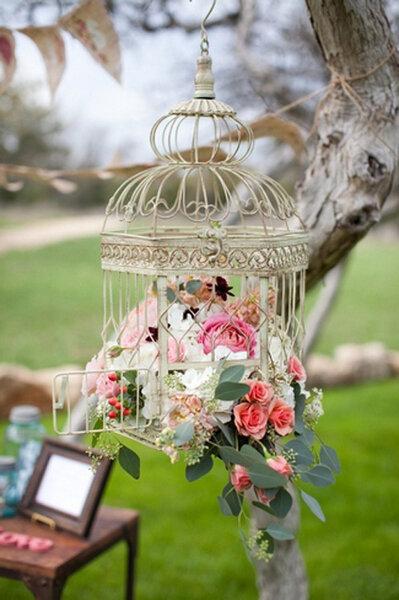 des cages oiseaux pour une d coration vintage et romantique. Black Bedroom Furniture Sets. Home Design Ideas