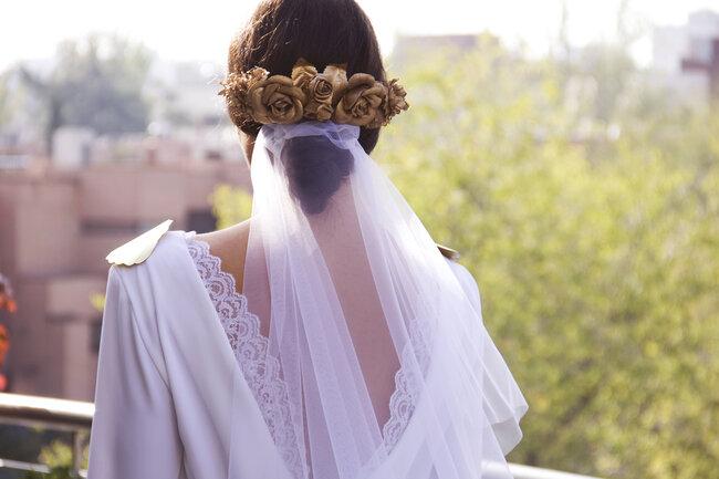 Tocado de novia floral.