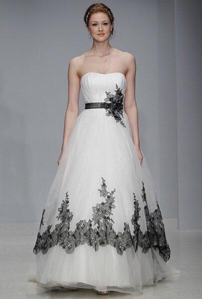 Desfile da colecção de vestidos de noiva Alfred Angelo 2013 na NY Bridal Fashion Week. Foto: Divulgação